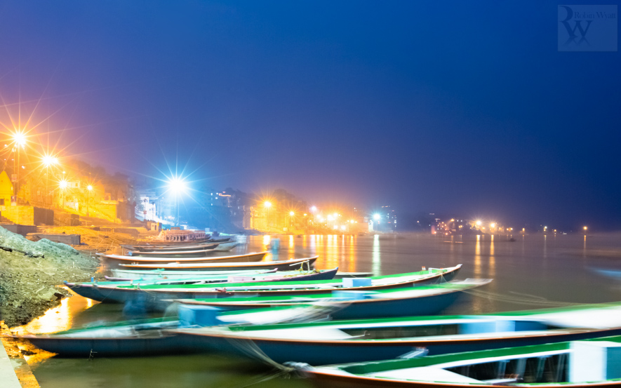 travel photographer tourism india uttar pradesh varanasi banares ganges ganga river night blue light boats 26718 3 An evening in Banares, the City of Light